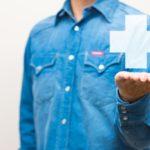 意外と怖い!?大人喘息の原因と正しい治療法。