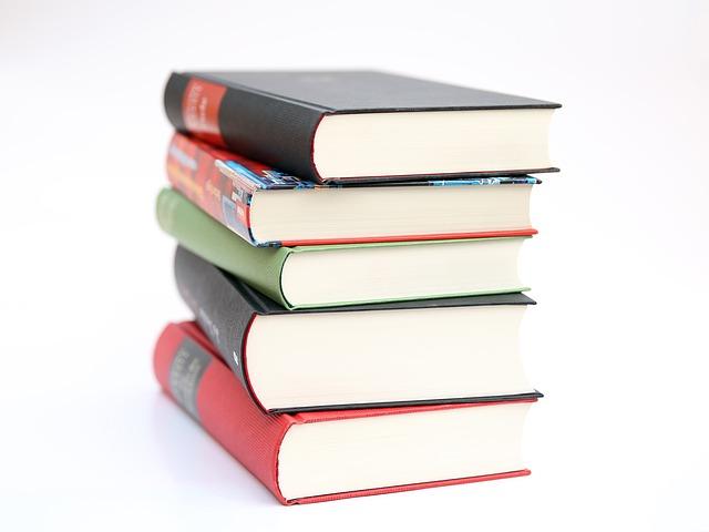 山積みの書籍